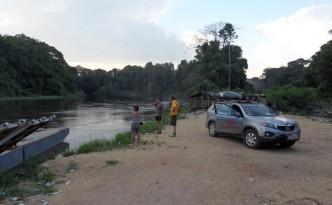 Ein Fluss versperrt den Weg